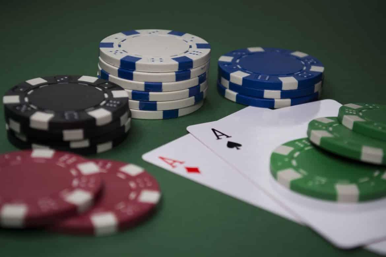لعب الورق 375138