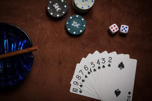 قوانين لعبة الورق 441076